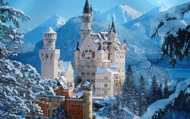 Neuschwanstein Castle in winter